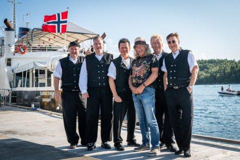 Ausekarane turnerte vestkysten i sommer. Da kom de også innom Seim, der Vågstøl bor. Fra venstre: Svein Tore Hindenes, Raimond Ståløy, Espen Vågstøl, Bjørn Jensen, Jan Arne Knutsen og Tor Endresen.