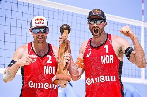 Anders Mol (t.h.) fra Fusa og makker Christian Sørum vant sin andre verdensserie-turnering på under en uke i Cancún mandag, med en ny seier over Qatar i finalen.