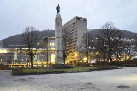 Kvinnen jobbet som tolk og tolkeformidler for Bergen kommune i syv år. Uten forvarsel fikk hun sparken. Nå har kommunen utbetalt erstatning.