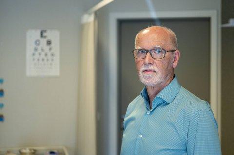 Fastlege Geir Thue er en av 13 fastleger i Bergen som har passert 67 år. Han skulle gjerne trappet ned, men har ikke samvittighet til det.