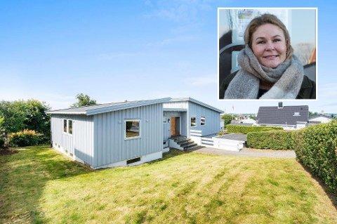 Flere budgivere ønsket seg dette huset i Randaberg i fjor. Prisantydningen var på over 5,7 millioner kroner, men huset ble solgt 100.000 kroner billigere. (Innfelt i bildet er Margareth Jensen i Eiendomsmegler1).