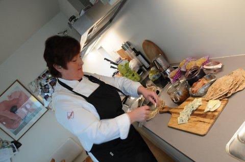 Heidi Netland Berge (bildet) er kokk og har laget boken sammen med journalist Ingveig Tveranger.