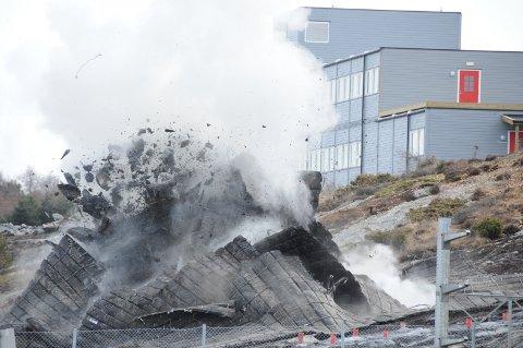Arbeidene med å sprenge ut Rogfast er nå i gang i Mekjarvik.