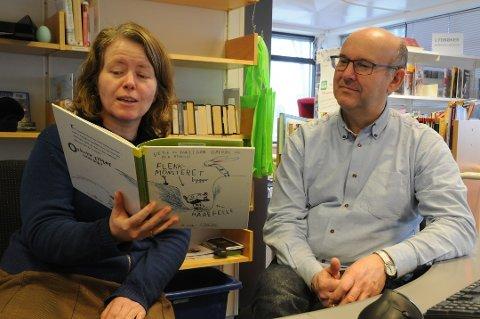 Bøker: Tale Østrem, her sammen med Rune Stokdal.