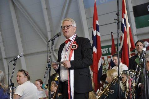 17. mai: Leder for 17.mai-komiteen, Svein Sørnes, under fjorårets arrangement i Randaberg Arena.