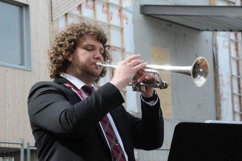 Ung musiker: Som ung pleide Espen Behrens å følge etter korpsene når de spilte. Da han selv ville begynne i skolekorps på barneskolen måtte han spille kornett, da hendene ikke var store nok til trompet.