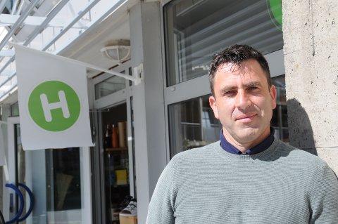 Veis ende: Harald Hovstad forteller overfor Bygdebladet at han og konas tid i Helsekosttorget på Randaberg er kommet ved veis ende. Han ønsker ikke å gå i detalj om årsaken, men tror arvtakerne av butikklokalet vil ha store muligheter for fremdeles god drift.