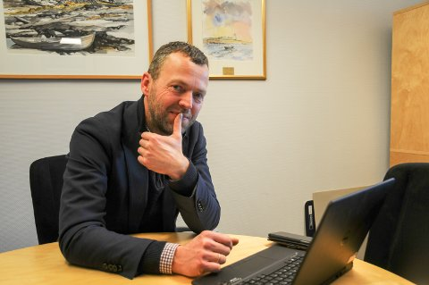 Påske: Randabergordfører Jarle Bø er klar for å dele ut påskeegg.