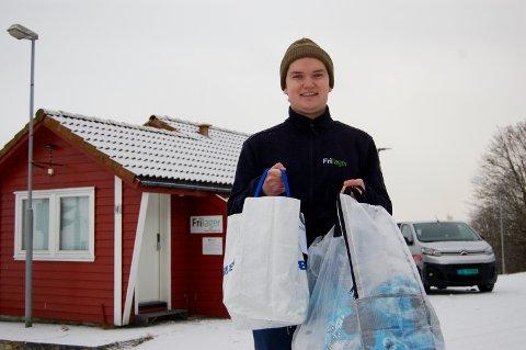 Leverer: Endre Mærland kjører ut friluftsutstyr til hentesteder rundt om i regionen. Her ved hentestedet på Randabergfjellet.