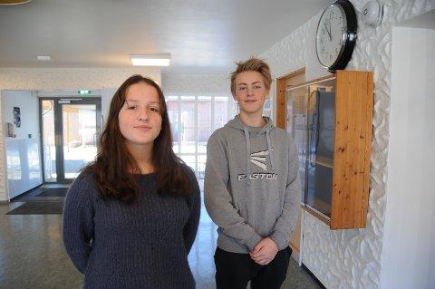 Nærmiljø: 10.-klassingene Guro Dalaker og Bendix Lønø Forgaard håpet at tannlegetilbudet i Vikevåg kunne bli værende også i framtida. Nå blir det slik.