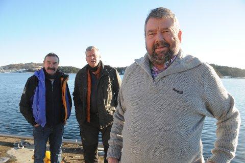 Kaptein og mannskap: Tor Bernhard Harestad er klar for nok en tur til Lofoten, og mannskapet i år er Helge Bjørnestad (til høyre bak) og hans svoger opprinnelig fra Kabelvåg, Frank Herman Eriksen.