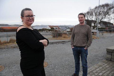 Håp i nærområdet: Lene S. Tamburstuen og Jostein Haavardsholm i Turkisveien er inneforstått med at det skal fortettes i boligområdet deres på Grødem, men håper at utbyggerne ikke bygger høyere opp enn to etasjer.