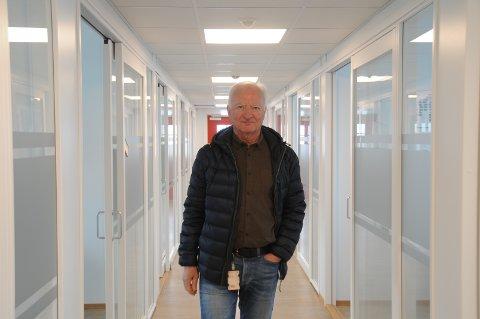 Blir pensjonist i sommer: Tor Geir Espedal i Rogfast-riggen i Mekjarvik, der de fleste medarbeidere nå arbeider fra hjemmekontor. Espedal grugleder seg til han skal gå ut herfra 1. juli i år da han går over i pensjonistenes rekker.