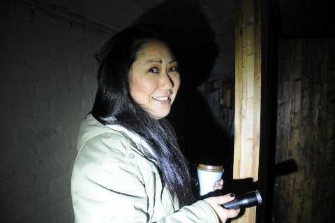 Inn i fjellet: Sissel Jeaneth Gilbertsen Knudsen har et stort engasjement for det som finnes inne i Randabergfjellet. Bli med henne inn.