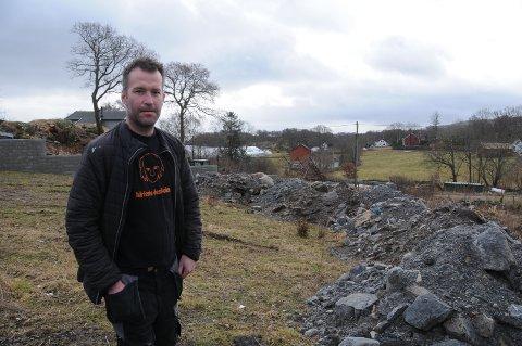 Ivrig: Kjell Bjarte Sel har etablert seg på Hanasand, der han skal bygge om tomta for å kunne arrangere musikkfestival for 250 besøkende.