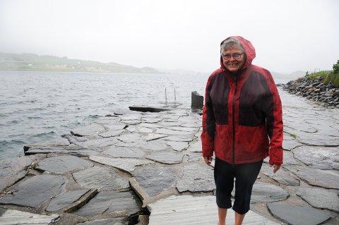 Kulturminne: Den tidligere offentlige kaien på Asmarvik på Rennesøy tilhører eiendommen til Vera Asmarvik. Nå trenger den vedlikehold igjen etter år der bølger har vasket vekk grus slik at sprekker og hull har oppstått.