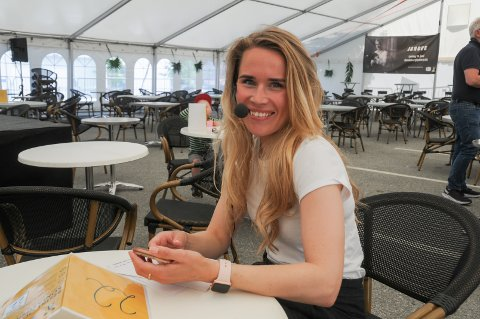 Publikumsmagnet: Maria Haugland er konferansier på årets moteshow i Randaberg sentrum.