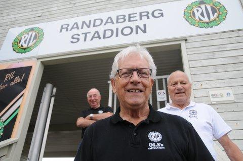 Voksentreff: Kjell Finnestad (foran) og bandet Teddy Boys spiller til dans i RIL-huset i oktober, som Sigmund Aartun (t.v.) og Ola Randeberg har et sterkt ord med i laget om.