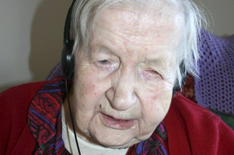 105 år: Bergljot Tandberg fyller 105 år i dag. Hun har sterkt nedsatt hørse, men med høreklokker og mikrofon kan hun føre en tilnærmet normal samtale. Arkivfoto