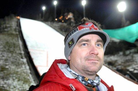 Clas Brede Bråthen mener Maren Lundby må ha fokus på verdenscupfinalen i Holmenkollen - ikke en mulig sjanse som prøvehopper i Vikersund.