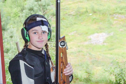 FORVENTNINGER: Det var et visst forventningspress på Annbjørg Laugerud Skaug fra Fiskum, men en hårfin nier ødela for medaljesjansen i baneskyting for klasse eldre rekrutt!