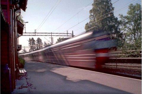 ØNSKER TOG: Samfdselsgruppa i Modum jobber for lokaltog med stopp i Modum.