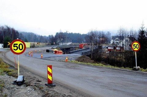 FORSKUTTERING: Kommunestyret i Sigdal vedtok å gå i dialog med fylket Sigdalsveien. Det kan ende med at Sigdal forskutterer flere titalls millioner kroner. Her fra et tidligere veiprosjekt på fylkesvei 287.