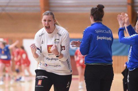 JUBLER: Jeannette Carlsen, som trener Hokksunds 2. divisjonslag i håndball, er glad for at de endelig kan trene med kontakt og at sesongen snart kan starte.