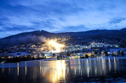 ÅPNER: Lørdag 16. januar åpner Modum Skisenter etter at snøkanonene har gått dag og natt i omlag to uker.