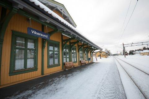 STØY: Naboer til Vikersund stasjon advares mot støy når det forbredende arbeidet til et nytt digitalt signalsystem skal bygges på Randsfjordbanen.