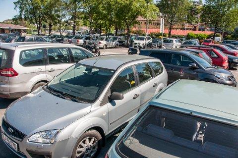 Parkering sentrum, sentrumparkering, parkeringsplass, gratis, Torvet, parkeringsplasser, biler som er parkerte,