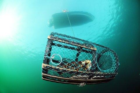 ALLTID RISIKO: – Det er alltid risiko knytt til det å vera på sjøen, seier John Mong.
