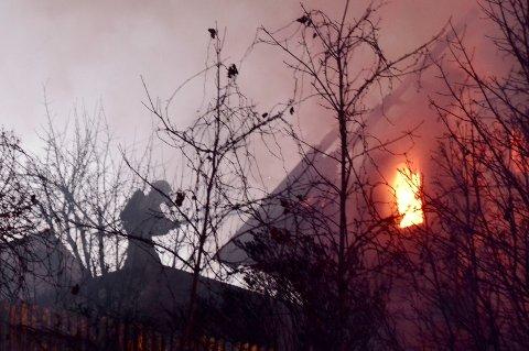 Brannvesenet jobbet på spreng med å få kontroll på den kraftige brannen.