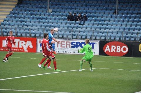 VIKTIG: Thomas Backe gjorde comeback etter et langt skadeavbrekk. Håpet er at Backe, sammen med kaptein Faramarz Nemati og Matias Warp, som også kommer tilbake fra skader, skal bidra til å gjøre DFK skarpere i begge ender av banen.
