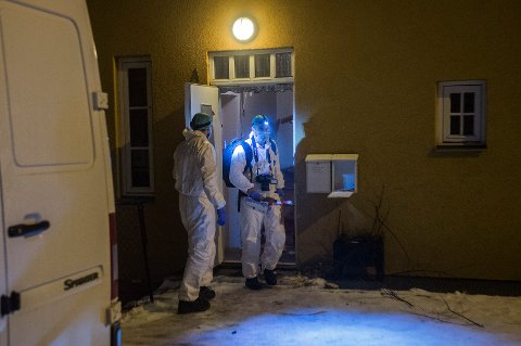 Politet gjennomførte åstedsundersøkelser i leiligheten på Ekeberg etter at en person ble funnet drept i desember 2014.  Foto: Fredrik Varfjell / NTB scanpix
