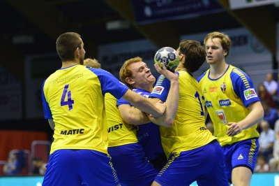 Enklere: DHK-trenrer kristian Kjelling tror Espen Gommerud Våg vil få bedre arbeidsbetingelser mot Herulf i cupen onsdag.