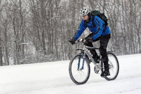 Trend: Stadig flere velger å legge om til piggdekk og sykle om vinteren.