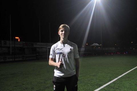 EKTE HATTRICK: Målscorer Sebastian Temte Hansen var i storform under mandagens kamp på Isachsen Stadio