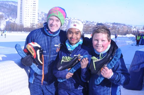 Debuterte: F.v. Marius Moen (13), Predika Sivaganesan  (13) og Eylolf Wilthil (13) fra Drammens Skøiteklub var med på sitt første Landsmesterskap på skøyter.