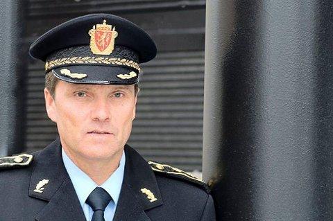 Politistasjonssjef Øyvind Aas kommer til å gå først i 17. mai-toget i Drammen. – Vi ønsker ikke at det skapes utrygghet eller usikkerhet. Vårt mål er å skape trygghet, sier Aas.