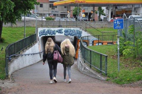 STENGES: Denne undergangen på Strømsø stenges i sommer. Grunnen er arbeidet med å utvide Bjørnstjerne Bjørnsons gate fra to til fire felt.