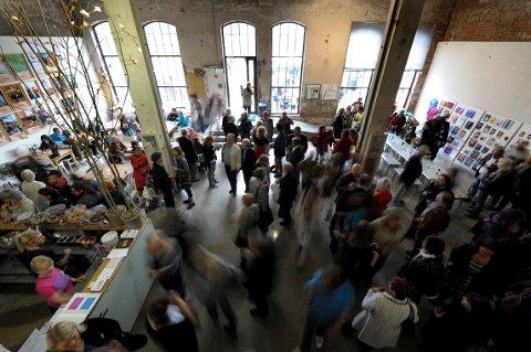 KUNST: Vestfossen Kunstlaboratorium hadde i år tre sommerutstillinger. «Nordic Contemporary Art Collection» og papirarbeider av Synnøve Anker Aurdal. Thomas Houseago presenterte en utstilling av tegninger og skulptur.