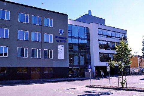 Plasser. Det er fremdeles skoleplasser ved Drammen videregående skole.