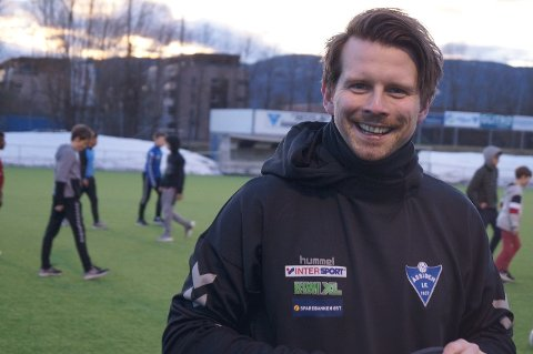 SKIFTER BEITE: Trener Kenneth Myhrvold går fra Åssidens kvinnelag til Åssidens herrelag i fotball.