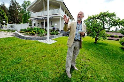 Jakter byens flotte hager: Nå er Arne Finn Solli, juryformann i Drammen Forskjønnelse og Gavn, igjen på utkikk etter de peneste hagene.