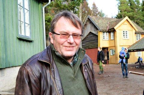 LITT LANGT: Kjell Nilsen forteller at det flere ganger er besøkende som gjerne skulle hatt toalett nærmere enn parkeringsplassen ved Spiraltoppen.
