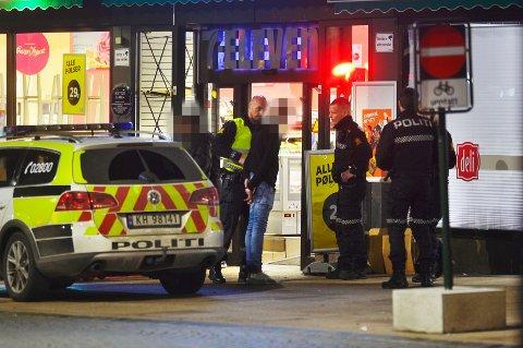 Politiet fikk snakket med mannen, som først nektet å forlate stedet.
