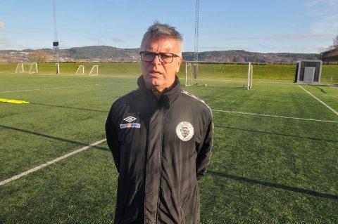 KRITISK: Willy Gimmestad, fotballtrener i Sætre IF Graabein og idrettslærer på St. Hallvard videregående skole, er kritisk til SIFs nye kurs når det gjelder å hente unge spillere.