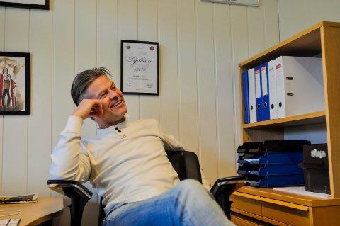 GOD FØLELSE: MIF-trener Vegard Hansen tenkte tilbake på søndagen med stor glede. Her fra kontoret dagen derpå.