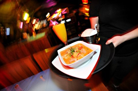 Restaurantene i Drammen følger andre norske byers eksempel, med hundrekronerstilbud på middag i vinterferien